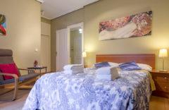 Dormitorio. Cama doble