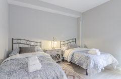 Dormitorio 2 camas. Cada cama tiene 105 centímetros de ancho