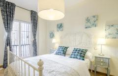 Dormitorio con cama de 140 cms