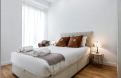 Habitación. cama de matrimonio